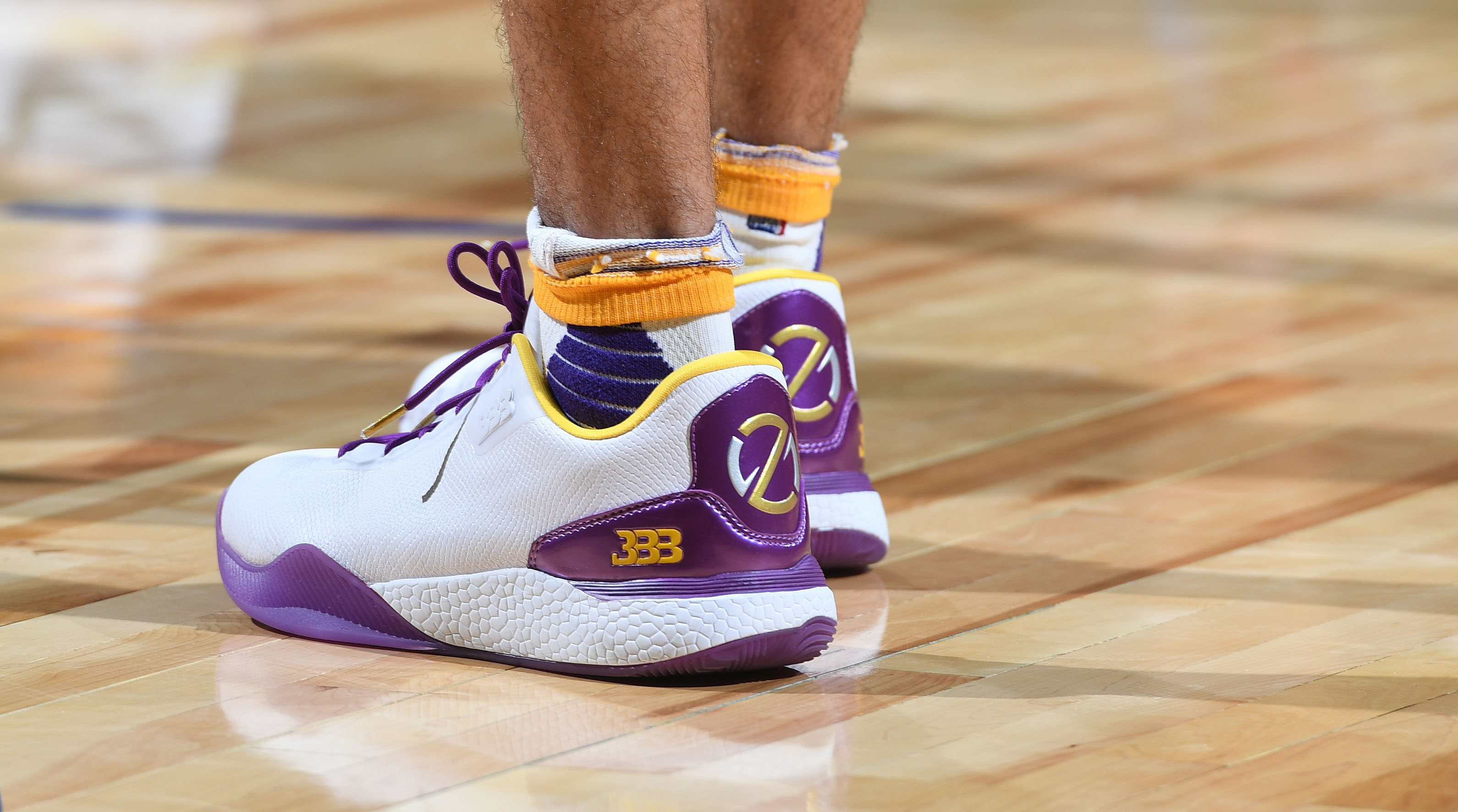 Lonzo Ball switch sneakers during Summer League