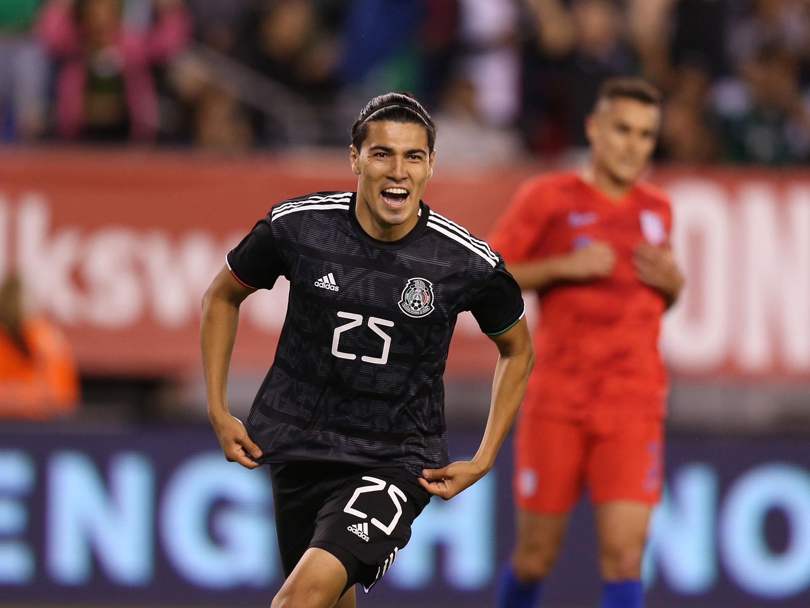 Erick Gutierrez scores for Mexico vs the USA