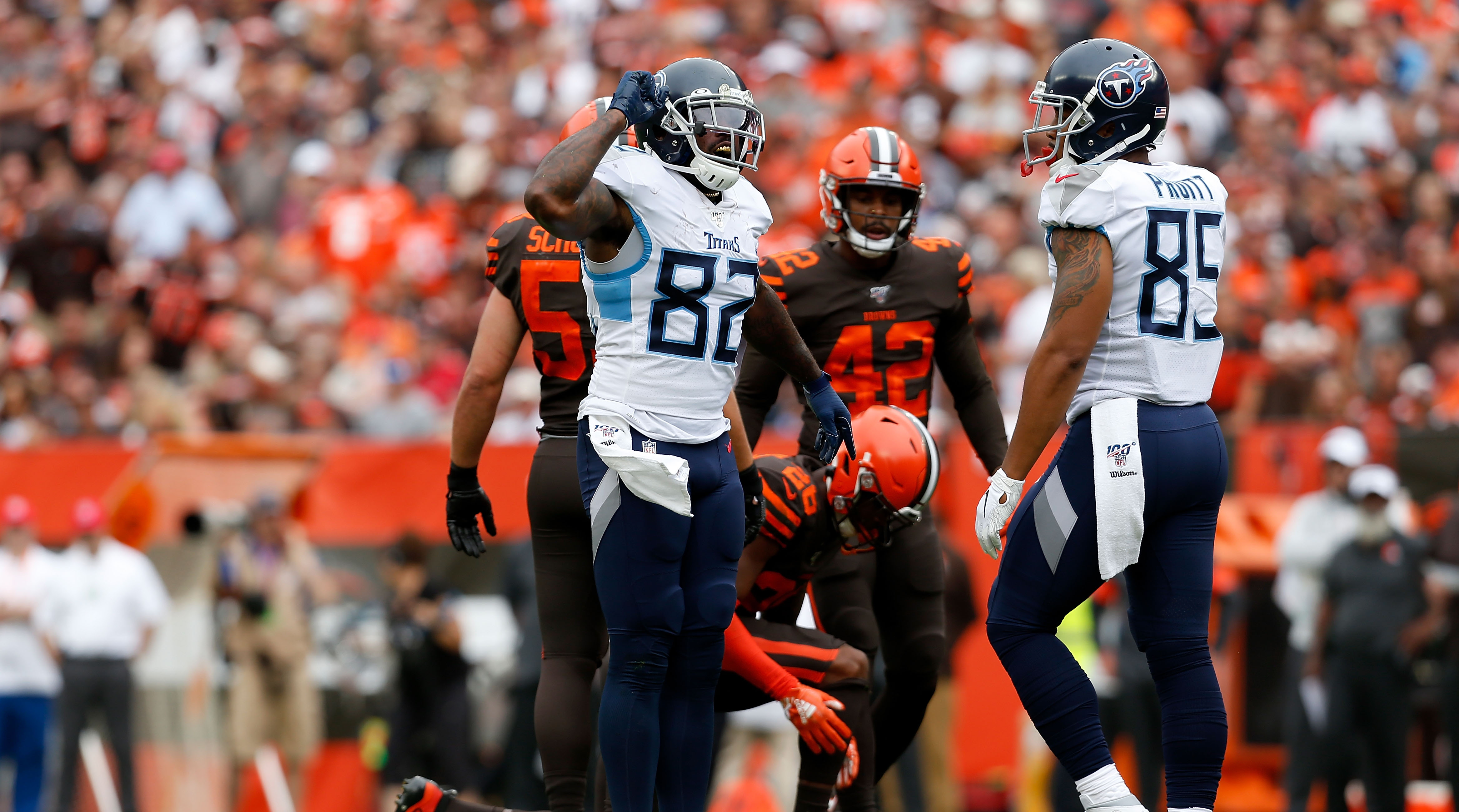 Delanie Walker clowns Browns