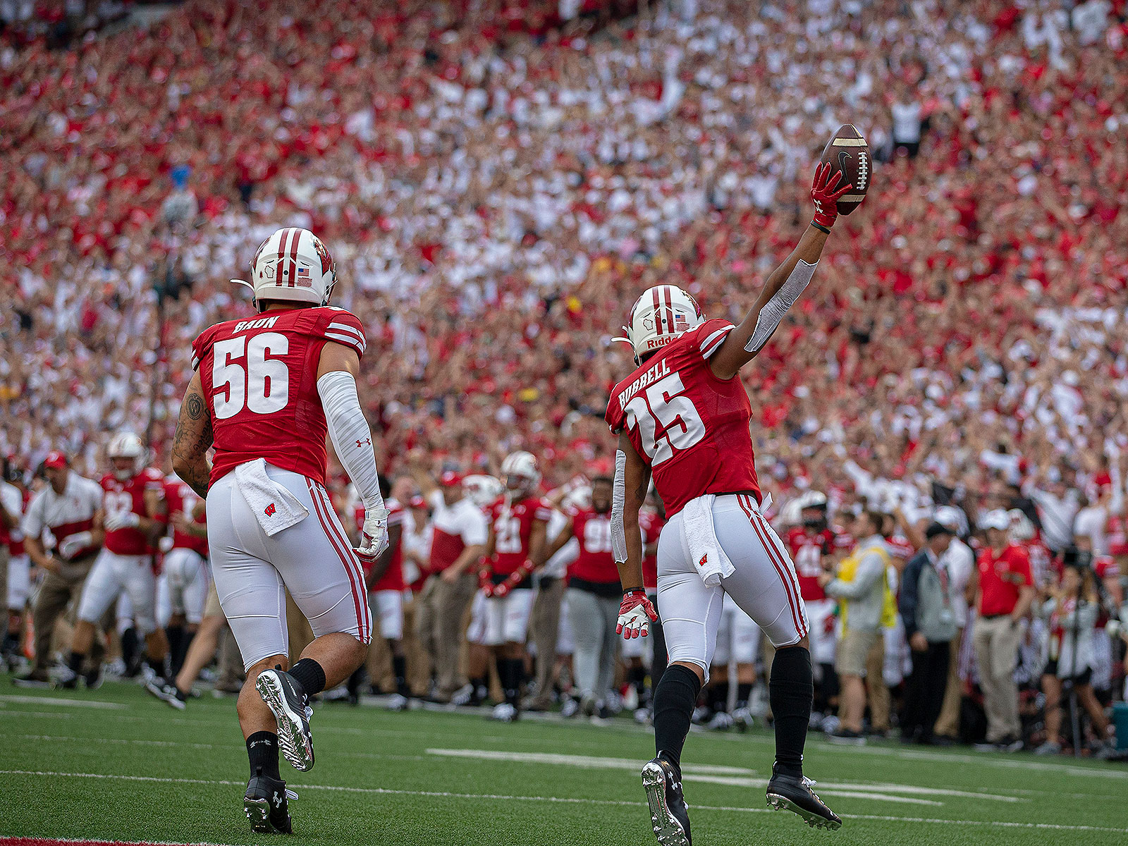 Wisconsin football defense Badgers