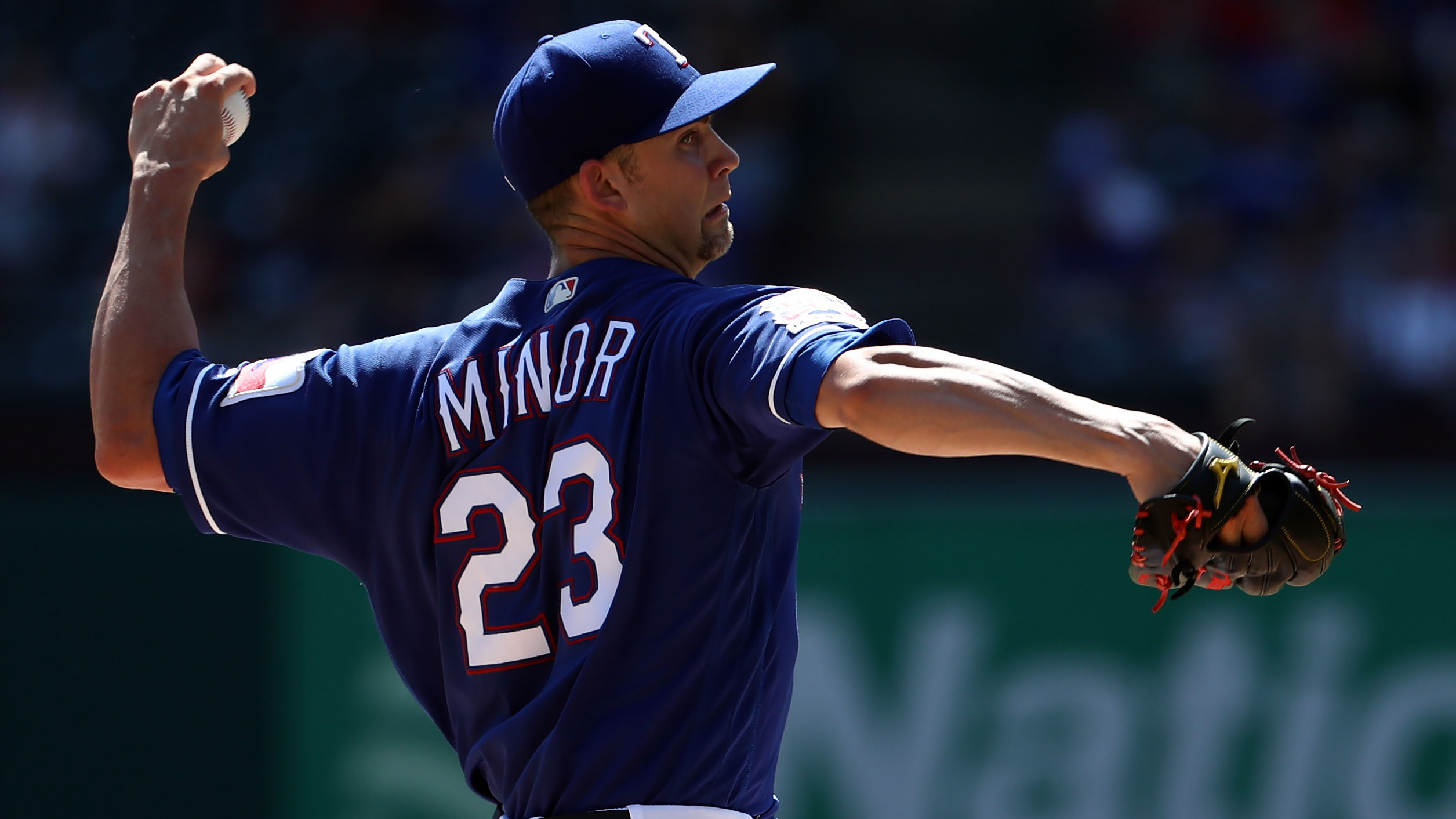Mike Minor strikes out 200, with help from Ronald Guzman drop