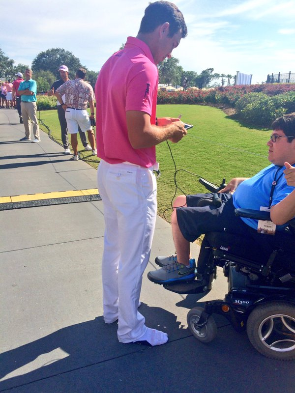 .@BillyHo_Golf signed his shoes and gave them to kids before signing this autograph.