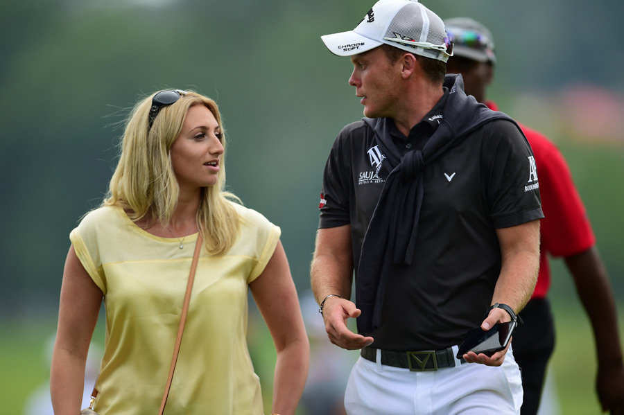 Willett waits out one of three weather delays on Thursday.