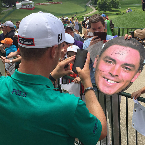 Justin Thomas makes a change to Rickie Fowler's fathead.