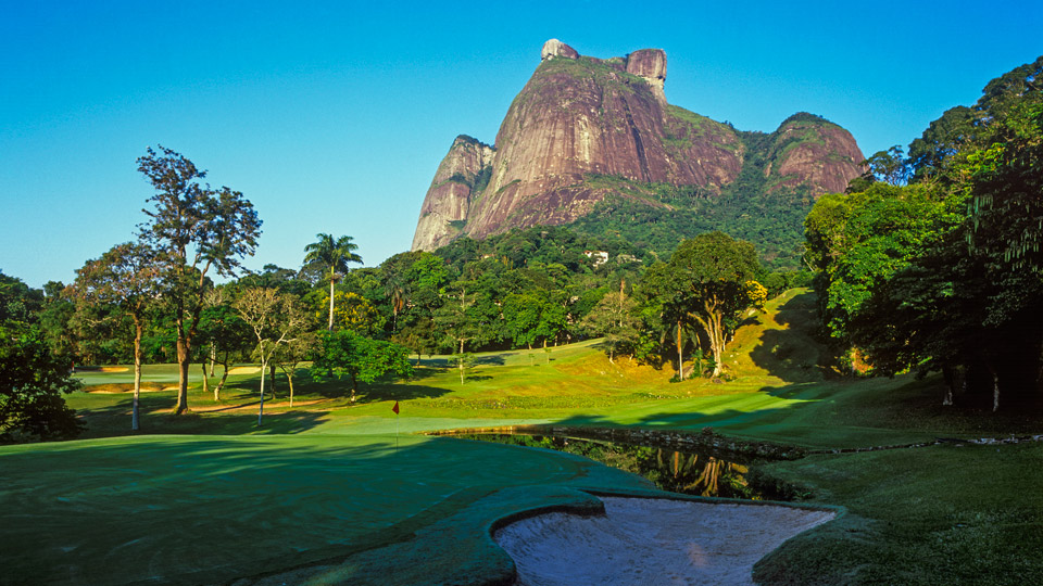 Looming beyond the eighth hole on Brazil's Gávea is dense forest and a helluva flop shot.