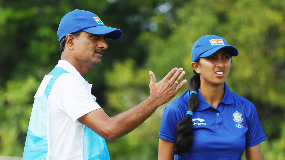 Aditi Ashok discusses her strategy with her father and caddie, Pandit Gudlamani.