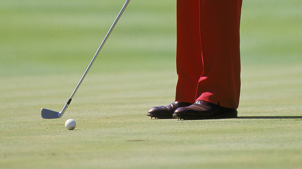 Ben Crenshaw is forced to putt with a 2 iron after breaking his putter during the 1987 Ryder Cup at Muirfield Village.