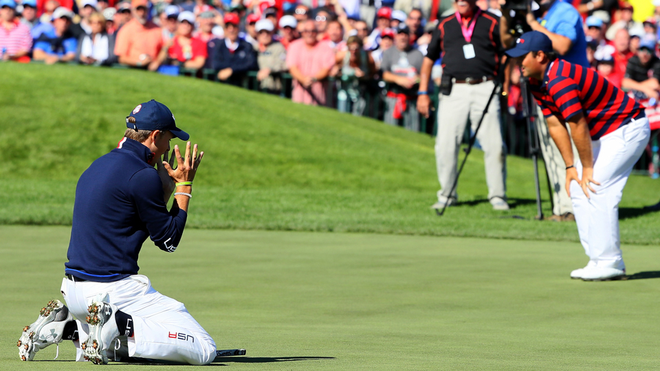 Jordan Spieth's long birdie try on the 17th hole went begging by less than an inch.