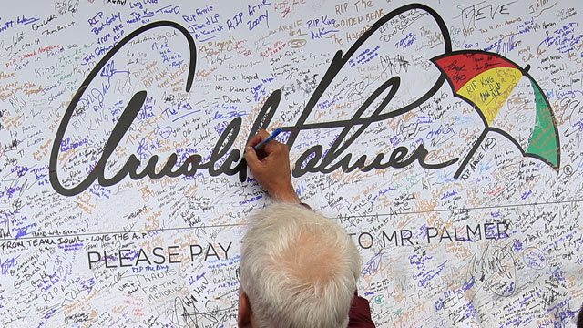 Fans at the 2016 Ryder Cup at Hazeltine penned tributes to the late Arnold Palmer.