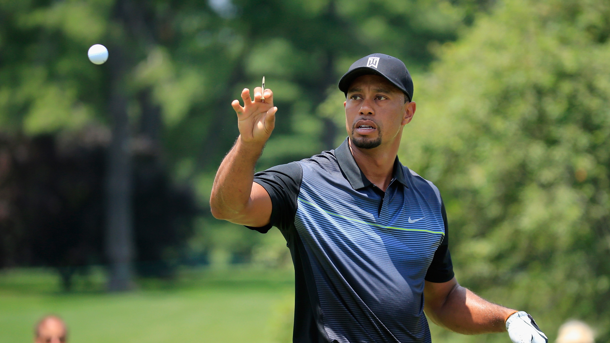 Report: Tiger Woods to play Bridgestone golf balls at the Hero World Challenge.