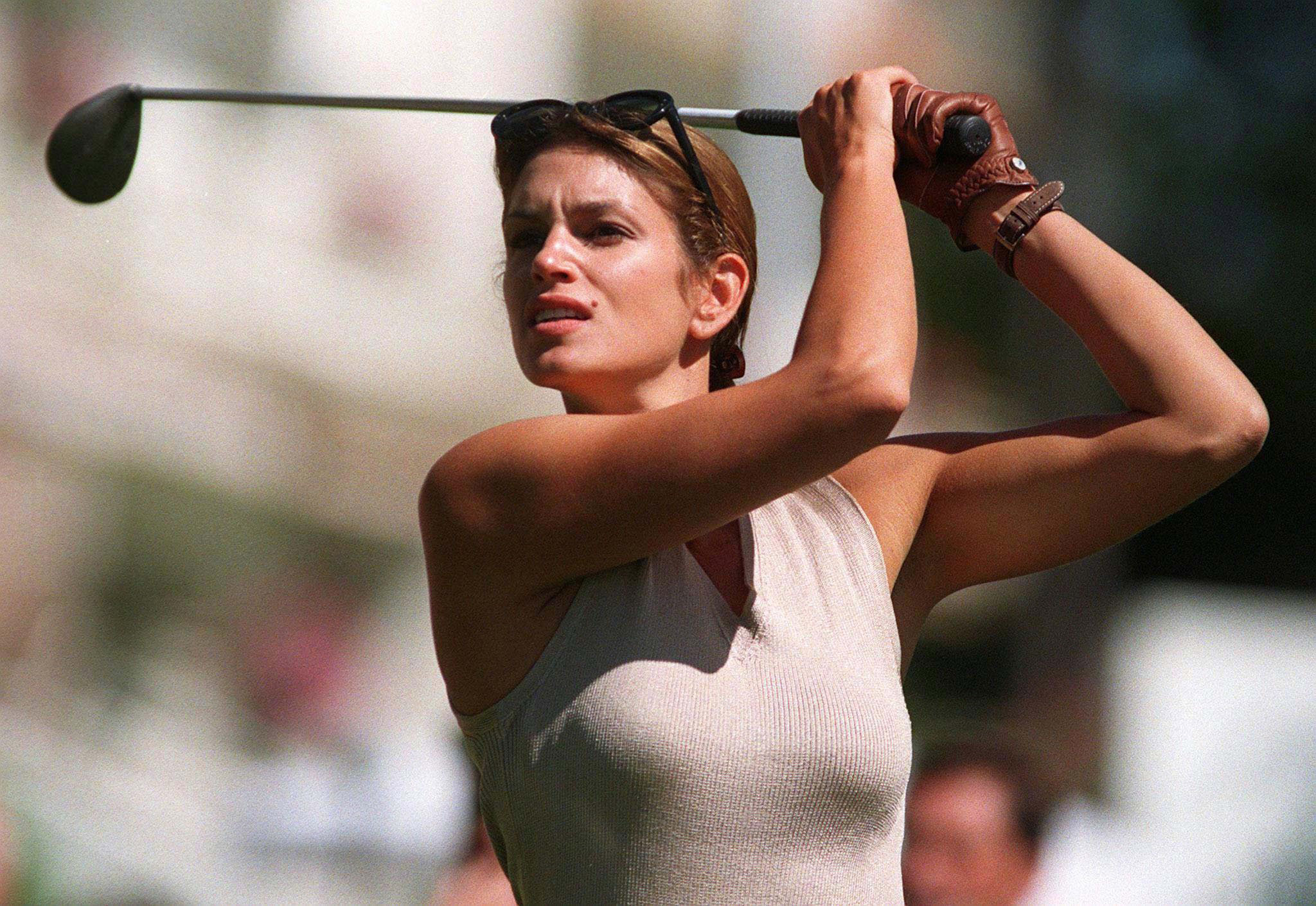 LAU02:SPORT-GOLF:CRANS MONTANA,SWITZERLAND,1SEP97 - Supermodel Cindy Crawford tees off at the Omaga Celebrity Golf Tournament in Crans Montana, September 1. The tournament took place prior to the European Masters Golf Tournament in Crans Montana which will start September 4. js/mr/Str REUTERS