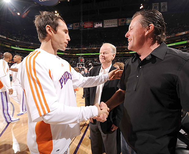 Phil Mickelson greets then-Phoenix Suns guard Steve Nash before a game in 2008.
