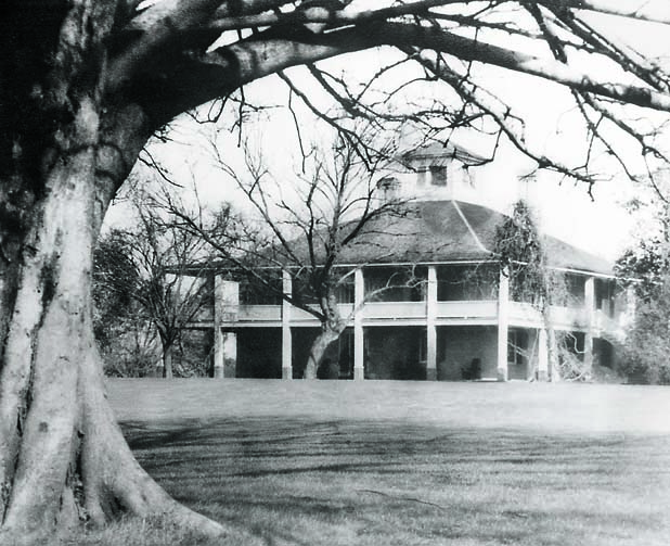 An early photo of the clubhouse at Augusta National Golf Club.  Undated photo.                                  Credit: Historic Golf Photos/Ron Watts Collection                 SetNumber: D58138