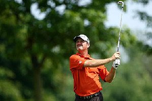 Jerry Kelly leads the Canadian Open by one stroke.
