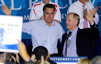 Mitt Romney and Jack Nicklaus, shown here in September, have been campaigning together in Ohio.