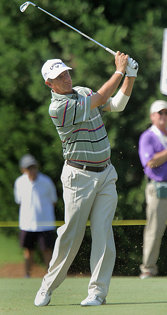Steve Pate shares the lead with Fred Funk heading into Sunday at the SAS Championship.