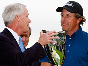 Frederick H. Waddell, president and chief executive officer of Northern Trust, with this year's winner, Phil Mickelson.