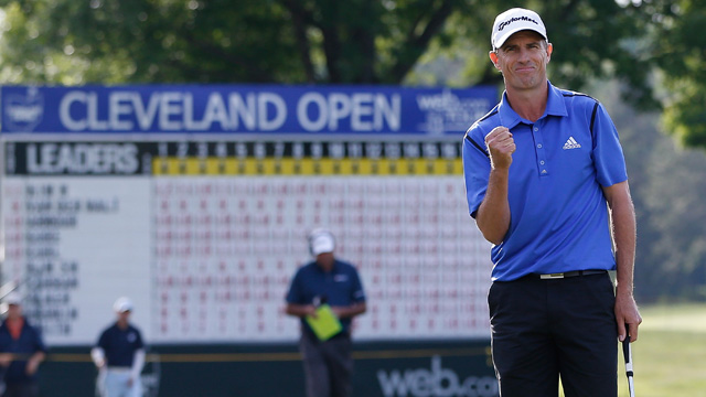 Steven Alker pumps his fist after making a winning birdie putt on the tour record 11th playoff hole.