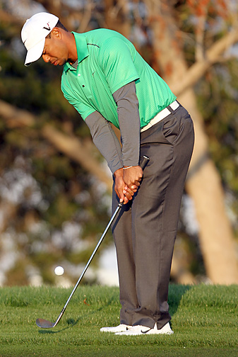 Tiger Woods shot a bogey-free 70 in the opening round in Abu Dhabi.