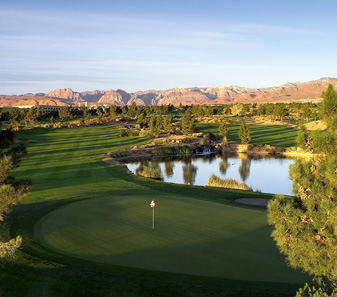 Angel Park features two Arnold Palmer-designed 18s, a short course and a putting course.