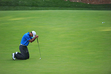 Tiger Woods couldn't get the putts to fall on Saturday.
