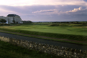 The most famous hole in the world, the Road Hole at St. Andrews.