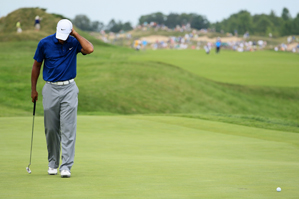 Tiger Woods made two early bogeys in the third round.