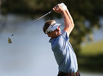 Faxon's 68 left him tied for the lead.