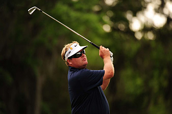 Carl Pettersson made seven birdies and two bogeys.