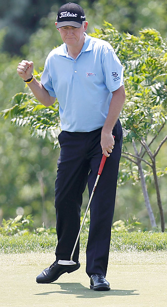 Roger Chapman made eight birdies and one bogey Saturday.