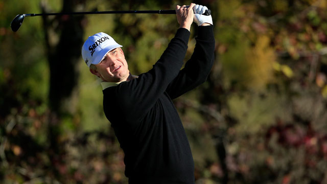 David Toms shot a 6-under 66 to share the second-round lead with John Rollins in the Sanderson Farms Championship.