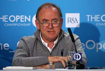 R&A chief executive Peter Dawson would not speculate on whether club members would vote to admit women at the club's September meeting.