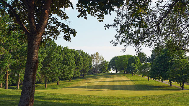 When Ray Floyd teed it up at Hillcrest some 30 years ago, he called the par-3 1st the toughest opening hole he had ever played.