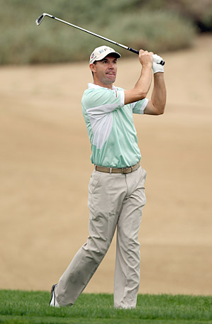 After tinkering with his swing all off-season, Padraig Harrington fired a seven-under 65 in his first round of 2011.