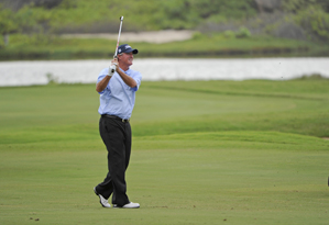 Russ Cochran made six birdies and two eagles in the first round.