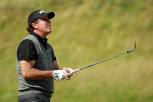 Phil Mickelson made a double bogey on 16 and a bogey on 17.