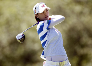 Na Yeon Choi made four birdies on the back nine to finish with a one-stroke lead.