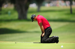 Tiger Woods won the U.S. Open Monday despite pain in his left knee.