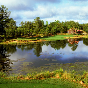 The sliver of green at the par-3 14th hole at Tobacco Road.