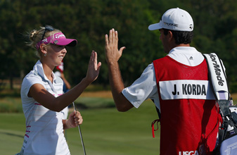 Jessica Korda had her boyfriend, Johnny DelPrete, carry the bag after she fired her caddie Saturday.