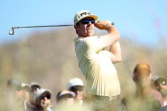 Hunter Mahan beat Matt Kuchar, 6 and 5.