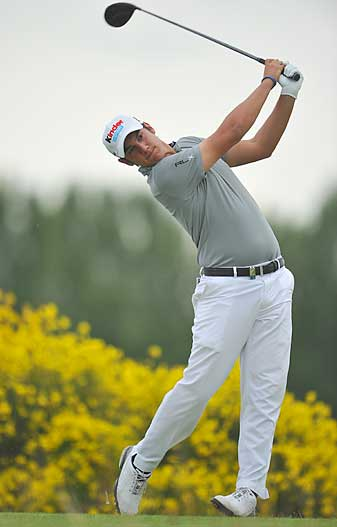 Matteo Manassero fired a bogey-free 66 to trail by one.