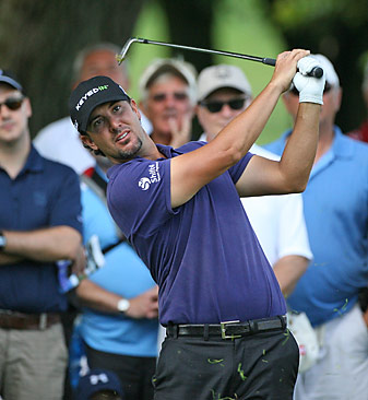 Scott Piercy shot a 67 on Friday to maintain a share of the lead.