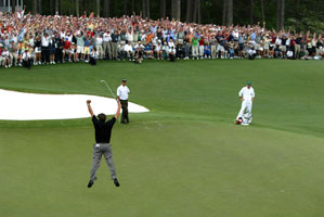 Phil Mickelson made a putt on 18 to win the 2004 Masters.