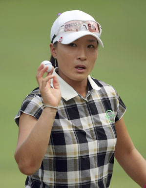 Se Ri Pak leads by one stroke after a 6-under 66.