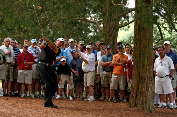 Phil Mickelson's round included a four-putt double bogey on 17, but he remained in the hunt after a one-under par 71.