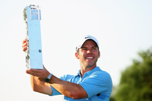 Paul Casey birdied the final two holes to win by one.
