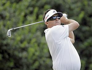 Pat Perez shot a 7-under 65 on Friday.