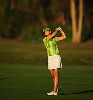 Wie made eight birdies in her first round.