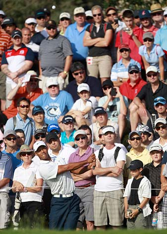 Tiger Woods charged into the lead with a five-under 67.
